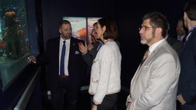 Una inauguración a la que acudió también la Ministra de Industria, Comercio y Turismo Reyes Maroto y alumnos del Colegio El Torreón de Arroyomolinos.