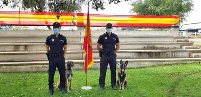 Este servicio está compuesto de dos agentes y dos perros de la raza Pastor Belga Malinois, Heros y Ura.