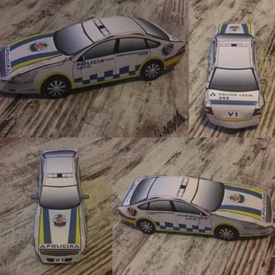 La Policía Local de arroyomolinos convoca un concurso entre los peques de la localidad para que construyan su propio coche patrulla a partir de un recortable