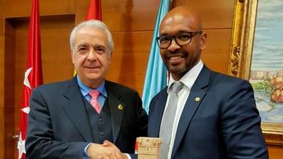 La campaña #ValoresParaGanar concluye con la visita de Marcos Senna a dos CEIP de Arroyomolinos