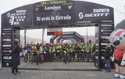 En torno a 800 ciclistas de diferentes categorías participan en el Trofeo del Pavo de Arroyomolinos