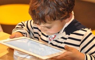 Bases reguladoras de la concesión en condición de préstamo de dispositivos informáticos (tablets)