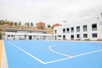 Reparación en las pistas deportivas, pintado de aulas y pasillos e incremento de aseos, entre otras mejoras