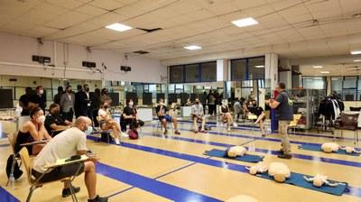 El Ayuntamiento de Arroyomolinos da formación en primeros auxilios y uso de los desfibriladores a 100 monitores de las escuelas deportivas municipales