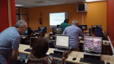"""Diez mujeres arroyomolinenses inician el """"Taller de habilidades informáticas básicas"""""""