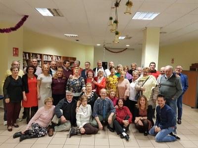 Los mayores de Arroyomolinos celebran la Noche de Reyes con roscón y chocolate
