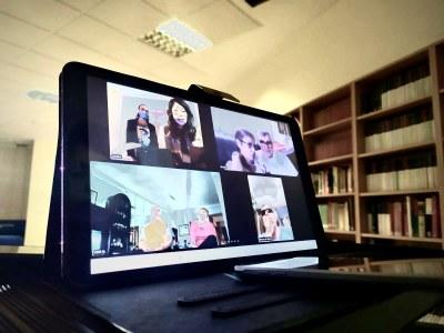 El Ayuntamiento arranca con un programa de actividades on-line para los mayores