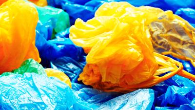 Desde el 1 de julio es obligatorio el cobro de las bolsas de plástico para reducir su consumo