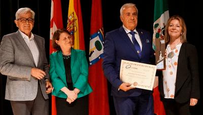 Arroyomolinos recibe la Escoba de Platino 2018 en la Feria Internacional de Urbanismo y Medio Ambiente.