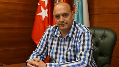 """Entrevista a Jesús Piris, Concejal de Servicios Generales de Arroyomolinos, en Ser Madrid Oeste sobre la campaña """"Un niño, un árbol"""""""